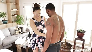Japanese erotic massage with pilfer ending by stunning masseuse Nyomi Luminary
