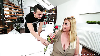 Mature beauteous woman still has ardency and likes to suck dick of a young man