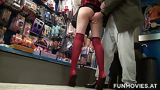 Sarah Dark is a skilled nympho and her sexual intercourse skills look to be on point