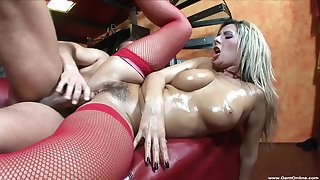 Merciless love-seat coitus leaves blondie with her hairy cunt fully creamed